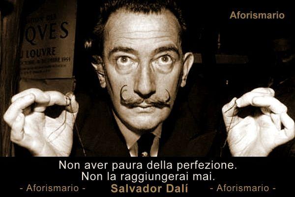 Frase e ritratto di Salvador Dalì